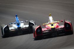 Takuma Sato, Rahal Letterman Lanigan Honda and Helio Castroneves, Team Penske Chevrolet