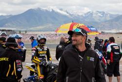 Josh Hayes wishing well his teamates running the SportBike race