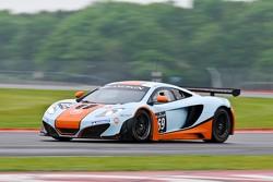 #69 Gulf Racing UK McLaren MP4-12C GT3: Roald Goethe, Jamie Campbell-Walter