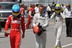 Fernando Alonso, Scuderia Ferrari met Michael Schumacher, Mercedes AMG Petronas en Nico Rosberg, Mercedes AMG Petronas