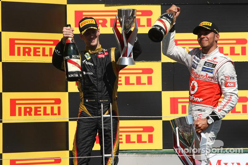 Romain Grosjean, Lotus F1 Team and Lewis Hamilton, McLaren Mercedes Mercedes