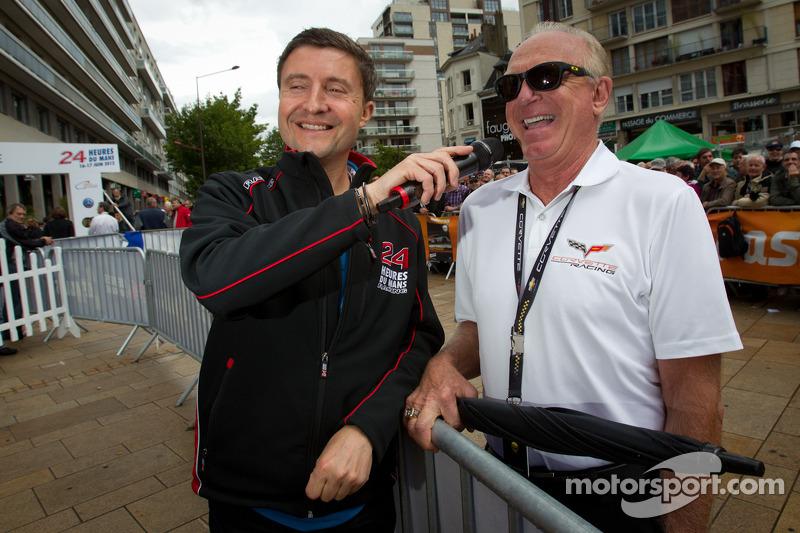 Le Mans omroeper Bruno Vandestick en Corvette Racing Doug Fehan