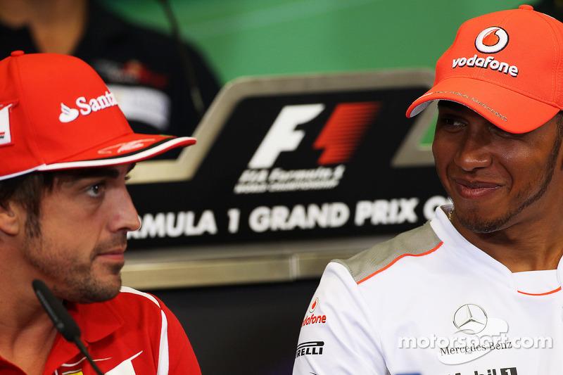 Fernando Alonso, Ferrari met Lewis Hamilton, McLaren in de FIA persconferentie