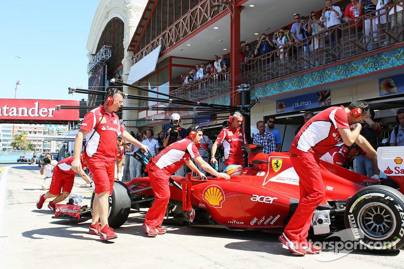 Fernando Alonso, Scuderia Ferrari in de pits