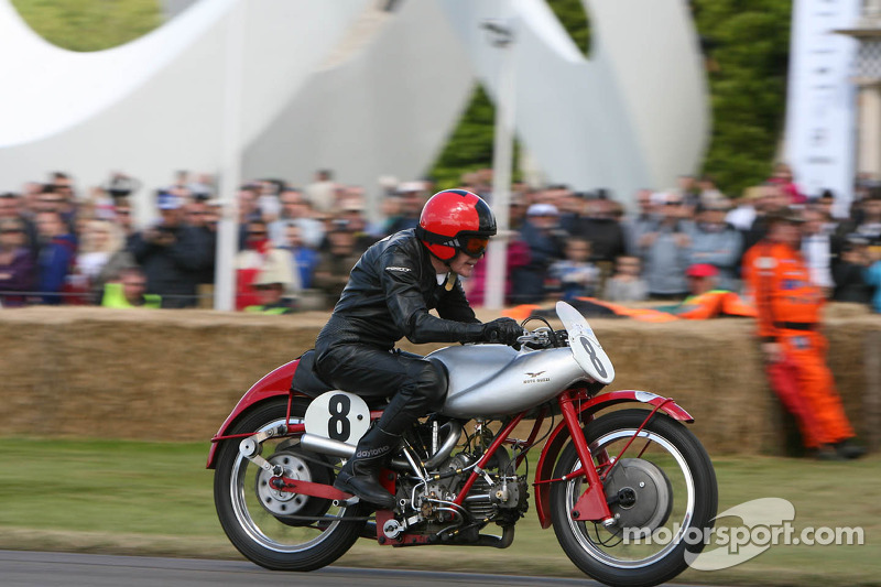Sammy Miller op Moto Guzzi