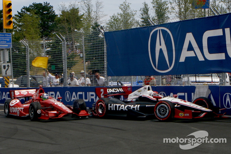 Ryan Briscoe, Team Penske Chevrolet and Dario Franchitti, Target Chip Ganassi Racing Honda