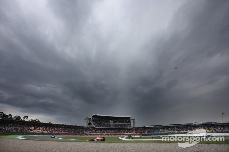 Sebastian Vettel, Red Bull Racing onder donkere wolken