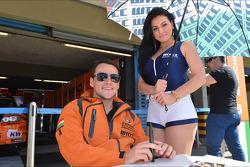 Autograph session, Norbert Michelisz, BMW 320 TC, Zengo Motorsport