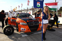 Norbert Michelisz, BMW 320 TC, Zengo Motorsport and Grid Girl