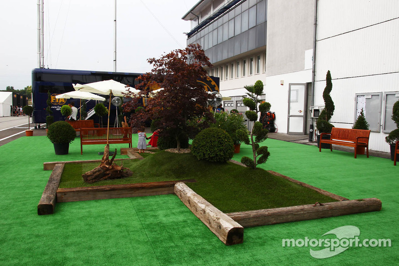New floral arrangement in the paddock