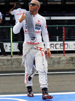Lewis Hamilton, McLaren gives the thumbs up in the pits