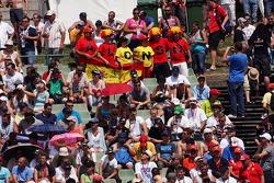 Fernando Alonso, Ferrari fans in de tribune