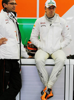 (vlnr): Bradley Joyce, Sahara Force India F1 Race Engineer met Nico Hulkenberg, Sahara Force India F1