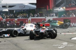 A crash at the start involving Lewis Hamilton, Kamui Kobayashi, Sauber