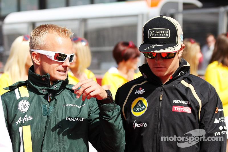 Heikki Kovalainen, Caterham met Kimi Raikkonen, Lotus F1 Team tijdens de rijdersparade