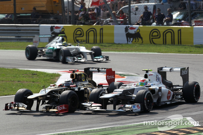 Kimi Raikkonen, Lotus Renault F1 Team and Sergio Perez, Sauber F1 Team