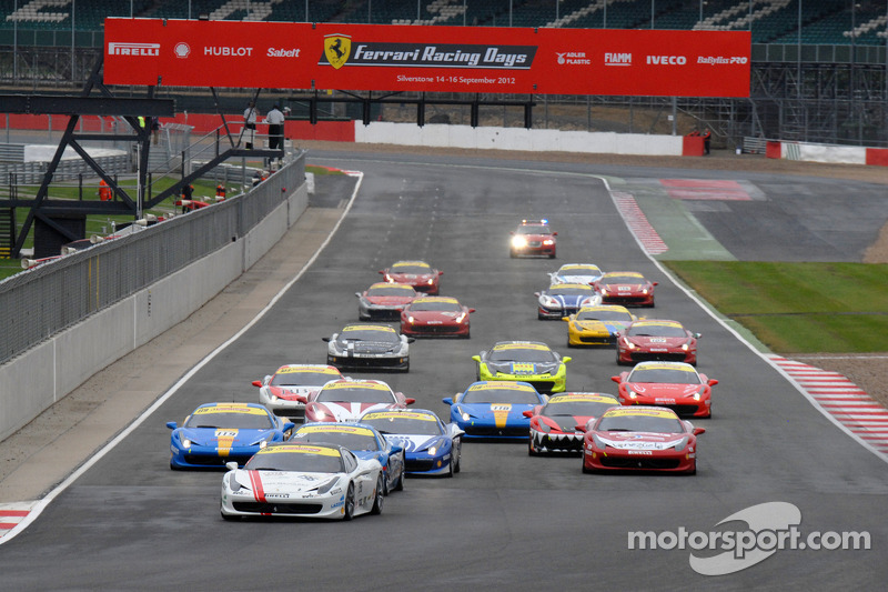 Round 6 Race 1 Ferrari Trofeo Pirelli- Coppa Shell start