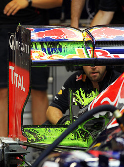 Flow-vis paint on the rear wing of the Red Bull Racing of Mark Webber, Red Bull Racing