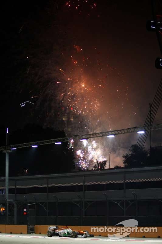 Paul di Resta, Sahara Force India met vuurwerk