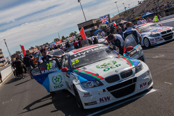 Cars on grid for race 2
