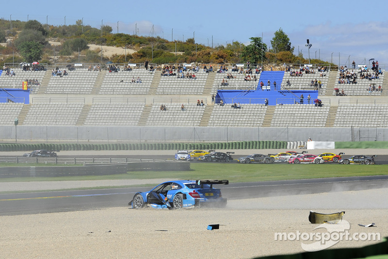 Roberto Merhi, Persson Motorsport AMG Mercedes C-Coupe; Joey Hand, BMW Team RMG BMW M3 DTM