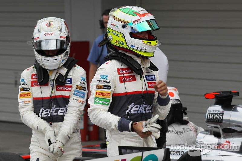 Kamui Kobayashi, Sauber met ploegmaat Sergio Perez, Sauber in parc ferme