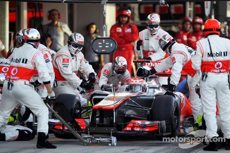 Jenson Button, McLaren makes a pit stop