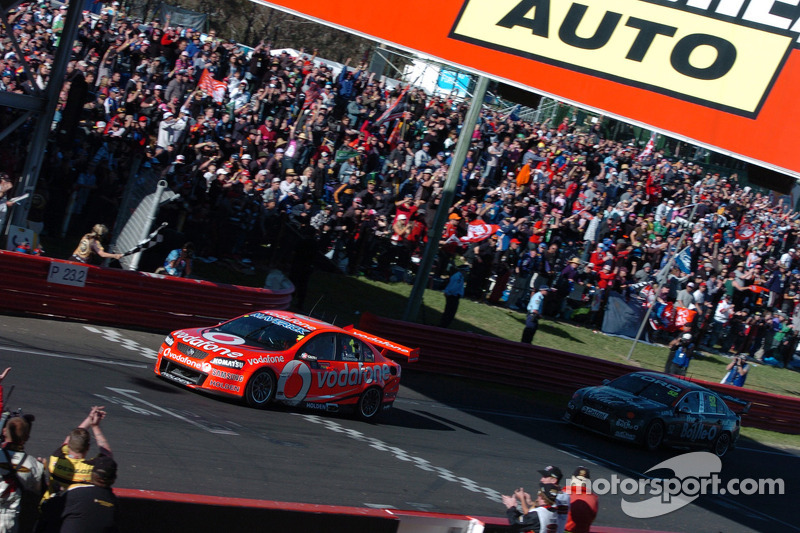 Jamie Whincup, Team Vodafone takes the win