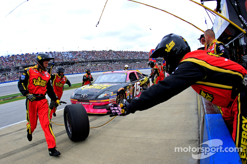 Pit stop for Clint Bowyer, Michael Waltrip Racing Toyota