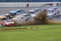 Crash: Jamie McMurray, Earnhardt Ganassi Racing, Chevrolet