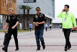 Kimi Raikkonen, Lotus F1 Team with Andy Stobart, Lotus F1 Team Press Officer