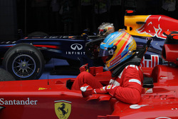 1ste plaats Sebastian Vettel, Red Bull Racing en 2de plaats Fernando Alonso, Scuderia Ferrari