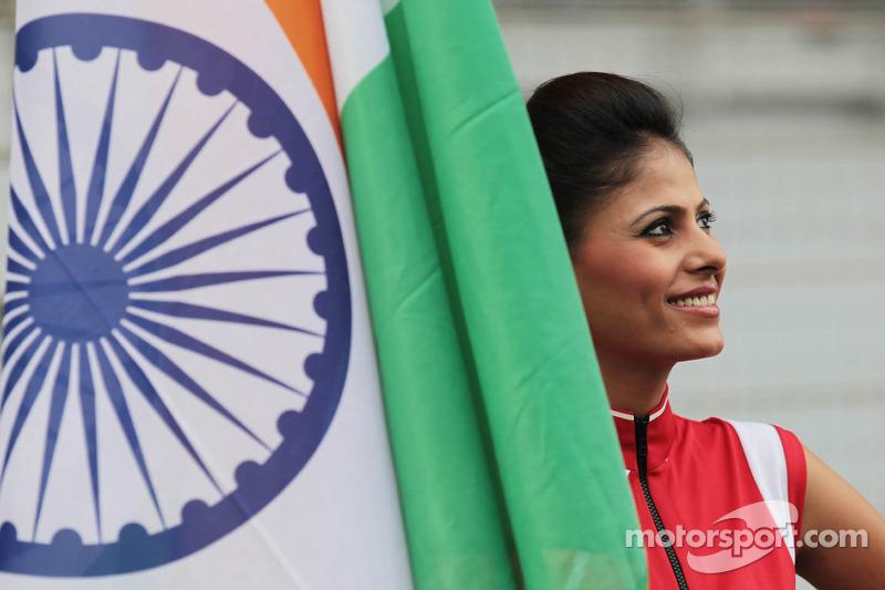 Gridgirl met de Indische vlag