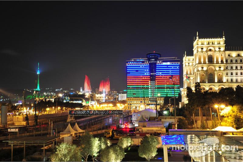 Baku bij nacht