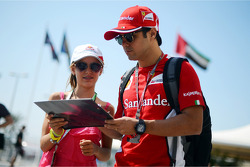 Felipe Massa, Ferrari signs autographs for the fans