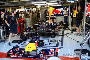 Sebastian Vettel, Red Bull Racing in the pits in the third practice session