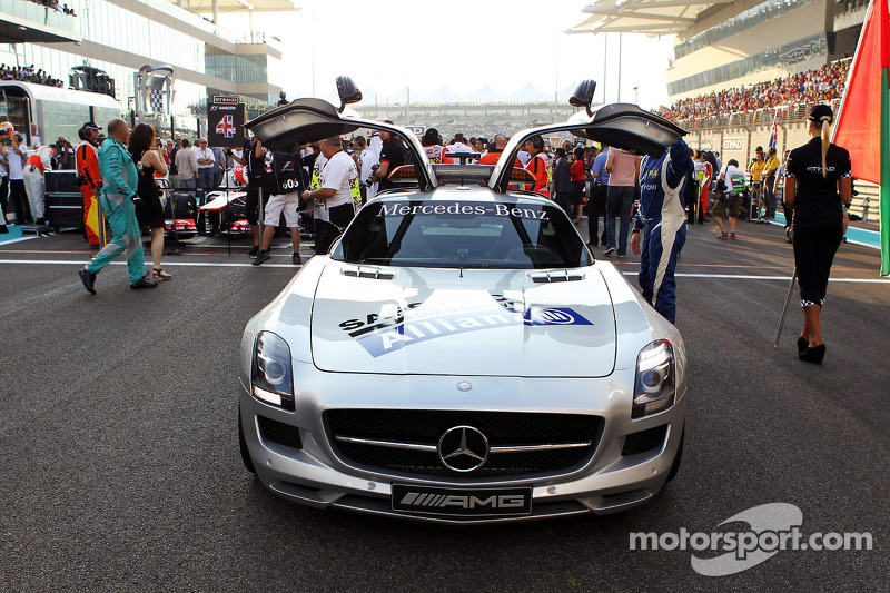FIA safetycar op de grid