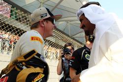 Kimi Raikkonen, Lotus F1 Team with Mohammed Bin Sulayem, on the grid