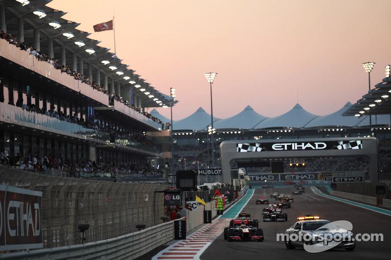 Lewis Hamilton, McLaren leidt achter de safetycar