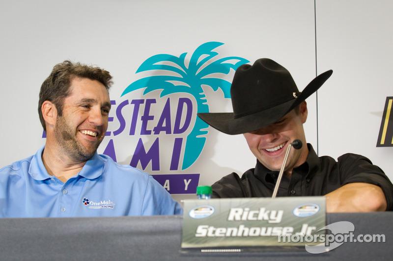 Championship contenders press conference: Elliott Sadler, Richard Childress Racing Chevrolet, Ricky Stenhouse Jr., Roush Fenway Ford
