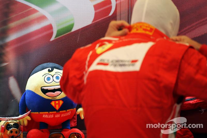 Fernando Alonso, Ferrari met mascotte Tomita