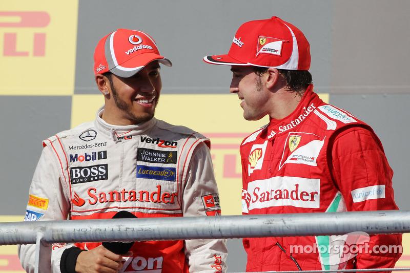 Фернандо Алонсо и Льюис Хэмилтон. ГП США, Воскресенье, после гонки.
