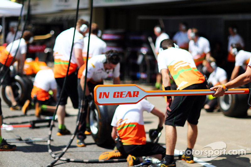 Sahara Force India F1 Team oefent pitstop