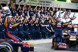 Jean-Eric Vergne, Scuderia Toro Rosso and Daniel Ricciardo, Scuderia Toro Rosso at the Scuderia Toro Rosso team photo