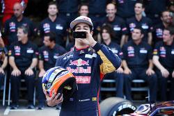 Daniel Ricciardo, Scuderia Toro Rosso bij teamfoto