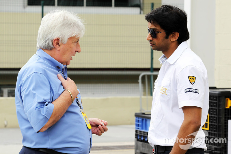 Herbie Blash, FIA Delegate met Narain Karthikeyan, Hispania Racing F1 Team