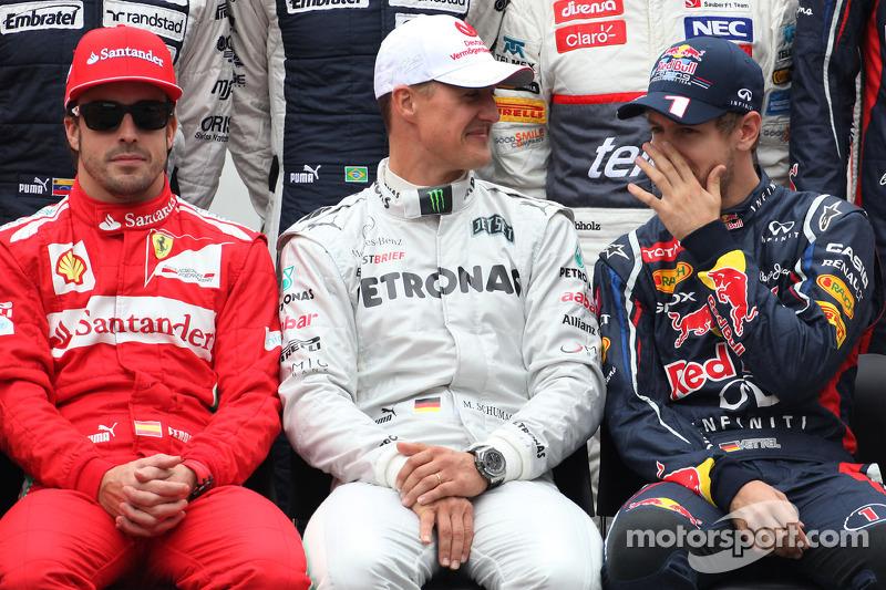 Fernando Alonso, Scuderia Ferrari, Michael Schumacher, Mercedes AMG F1, e Sebastian Vettel, Red Bull Racing