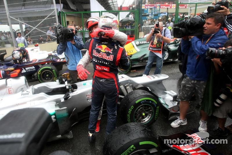Michael Schumacher, Mercedes GP, und Sebastian Vettel, Red Bull Racing