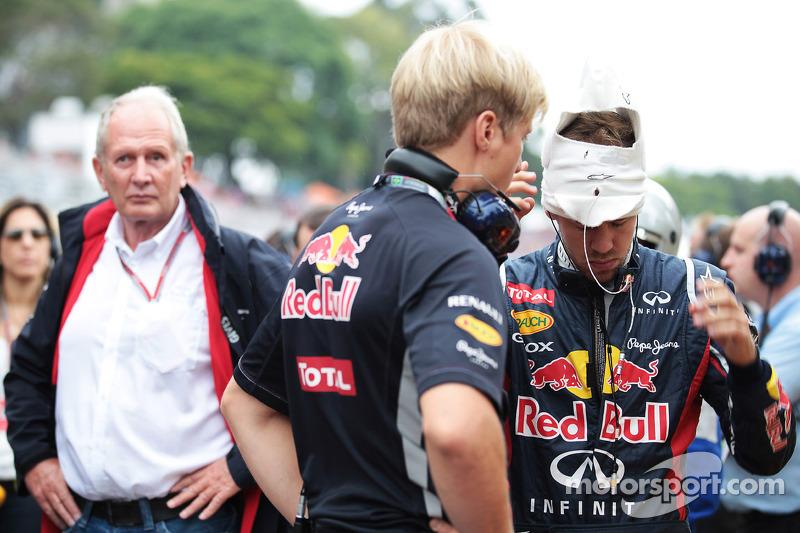 Sebastian Vettel, Red Bull Racing en Dr Helmut Marko, Red Bull Motorsport Consultant op de grid