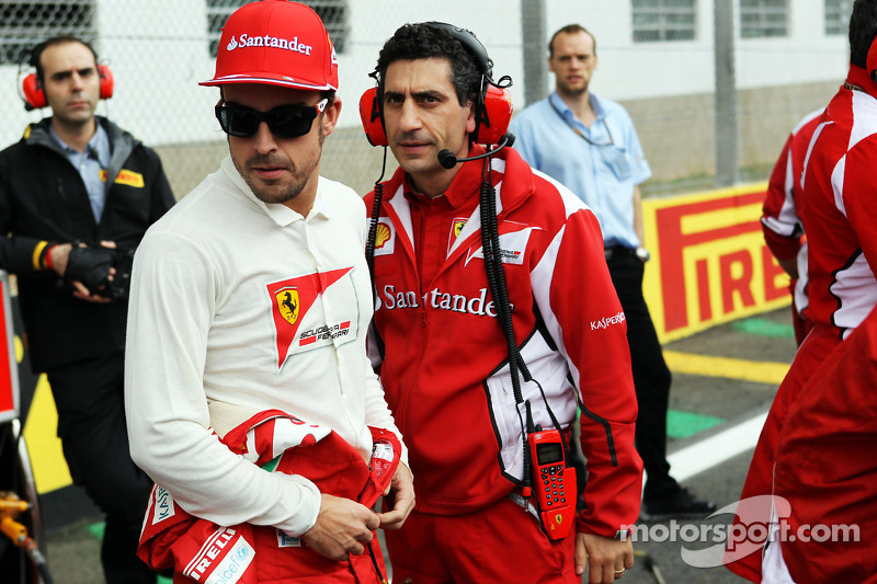 Fernando Alonso, Ferrari with Andrea Stella, Ferrari Race Engineer on the grid